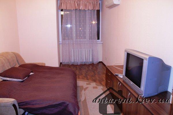 Однокомнатная квартира по просп.Бажана 1-М, 350 UAH
